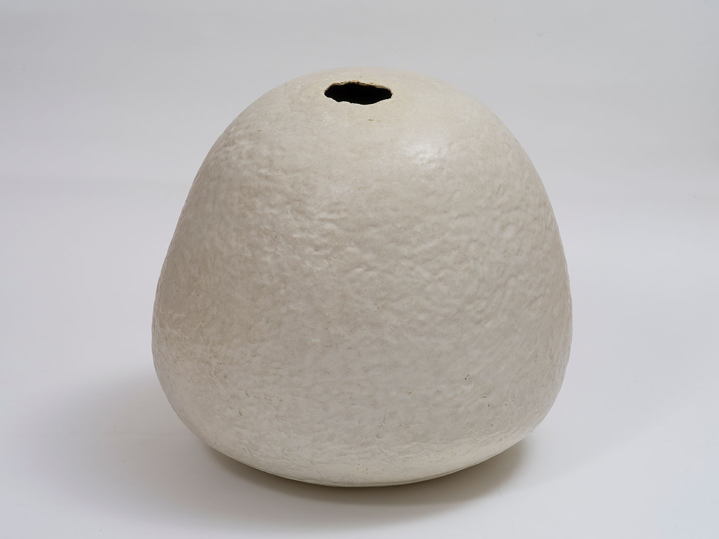 Marea GAZZARD 'Floor pot' 1972 | coiled stoneware | QUT Art Collection | Purchased 1975 | Photo by Carl Warner