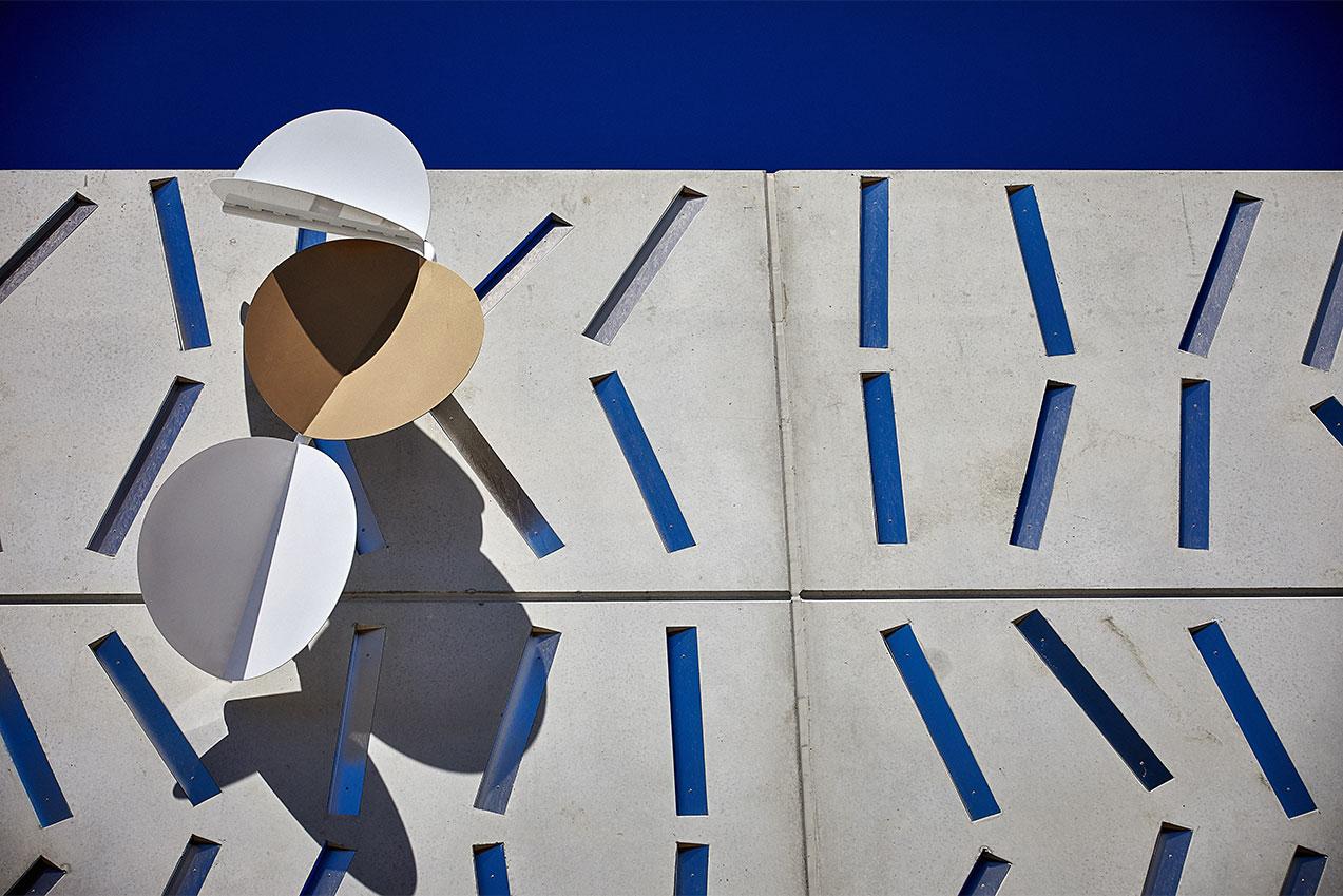 Jennifer MARCHANT 'Riverine' (detail), Montague Markets, Brisbane, 2021, aluminium, matte and gloss acrylic. Courtesy of the artist. Art consultant: Creativemove. Photo: A J Moller.
